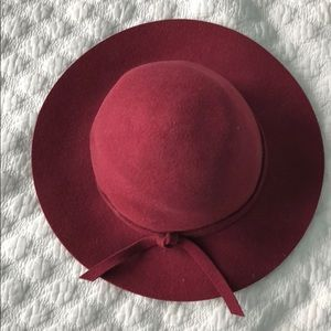 Accessories - Red wool hat from Australia
